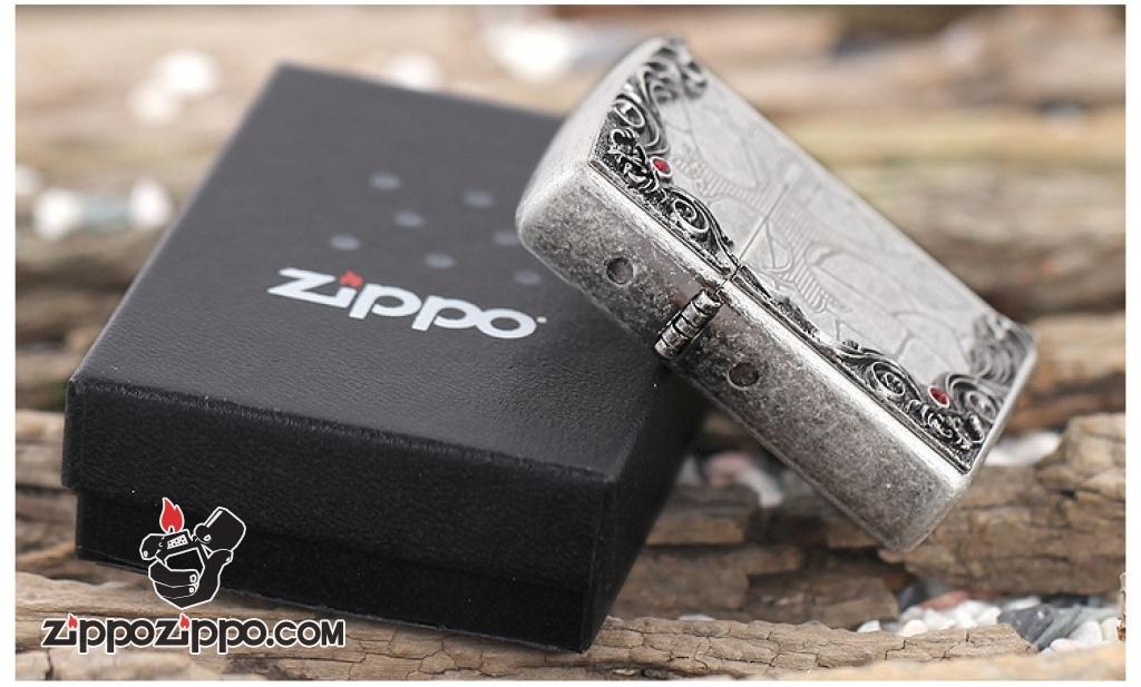 Zippo mạ bạc cổ khắc thánh xuất hàn