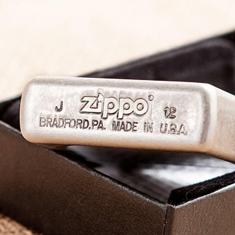 Bật lửa Zippo phiên bản bạc cổ khắc hình cá