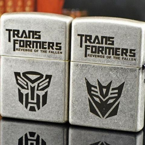 Bật lửa Zippo bạc cổ khắc hình Transformers