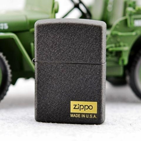 Zippo chính hãng Đen sần có logo zippo made in usa