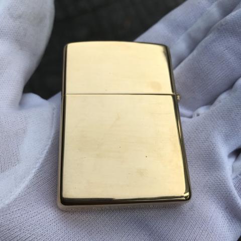 Zippo màu vàng logo Hard rock sản xuất năm 1999 (cái)